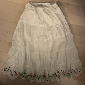 Vintage Maxi Skirt White with pretty details Sz L.